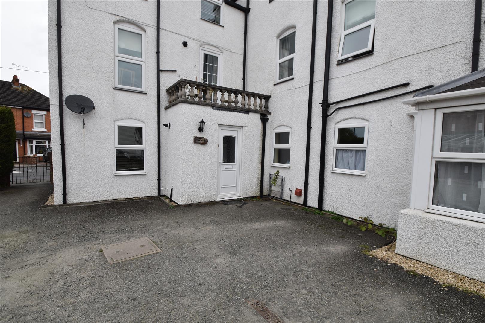2 Bedrooms Flat for rent in Berkley Gardens, Fernhill Heath, Worcester
